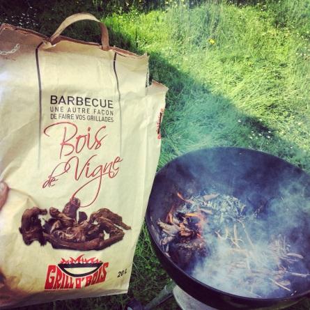 barbecue sarments vignes ©Marthe Henry - L'actu du vin
